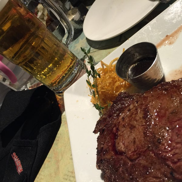 Photo taken at Outback Steakhouse by Welson T. on 7/3/2016