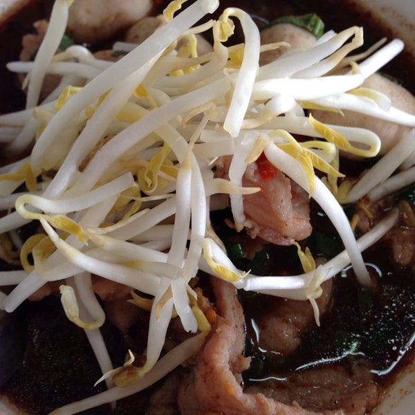 Photo taken at Food Center (ศูนย์อาหารเมืองทองธานี) by moonbeammer on 3/6/2015