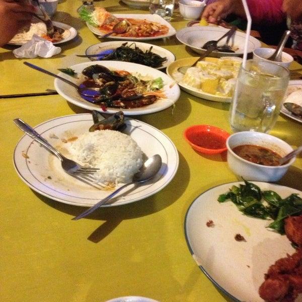 Photo taken at Phuket Thai Resto by diniung e. on 1/27/2013