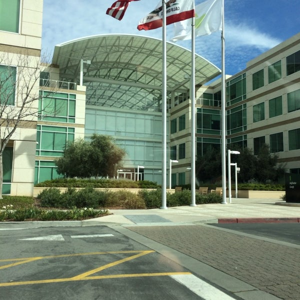 Photo taken at Apple Inc. by Jiawen H. on 3/9/2014