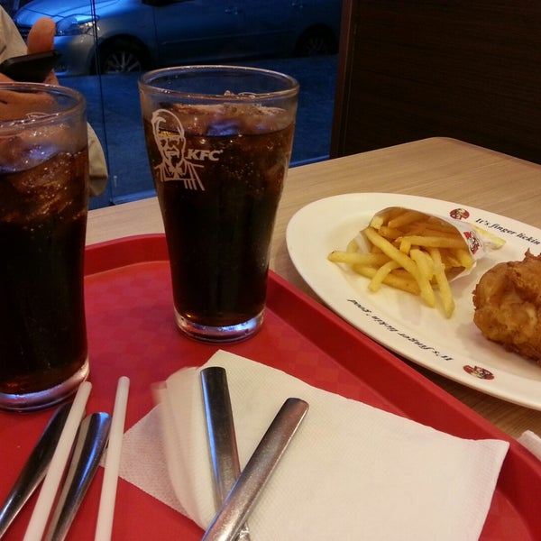 Photo taken at KFC by Đỗ Việt Thanh on 11/11/2014