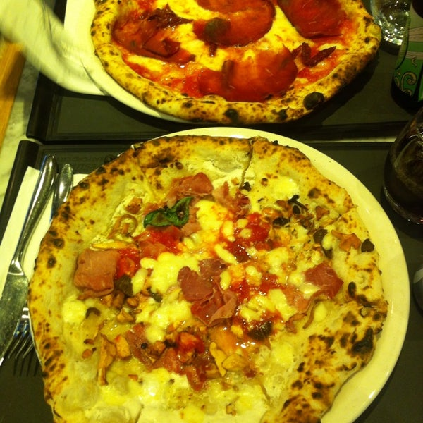 Photo taken at Franco Manca by Rocio C. on 10/27/2013