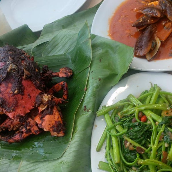Photo taken at Rasane Seafood & Ikan Bakar by Levinia C. on 5/18/2014