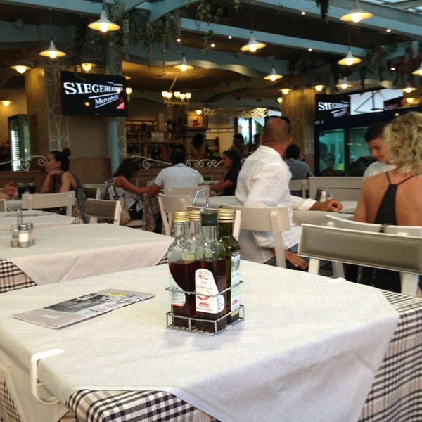 Photo taken at Canasta Pizzeria & Ristorante by Chiara E. on 7/21/2013