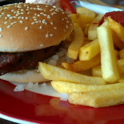 my favorite fast food restaurant essay Sample descriptive essay on my favorite food by but when i sit in the restaurant and see the tips on writing a descriptive essay about your favorite food.