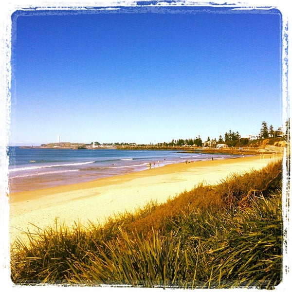 north wollongong beach beach in north wollongong. Black Bedroom Furniture Sets. Home Design Ideas
