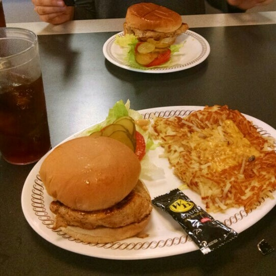 Photo taken at Waffle House by Gabriel P. on 5/17/2015