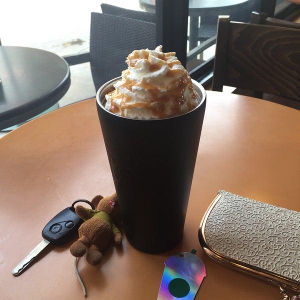 Photo taken at Starbucks by 'んiყaყa on 4/21/2016