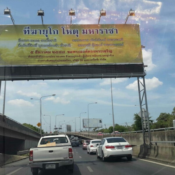 Photo taken at ด่านฯ ดาวคะนอง (Dao Khanong Toll Plaza) by Lita on 6/2/2015