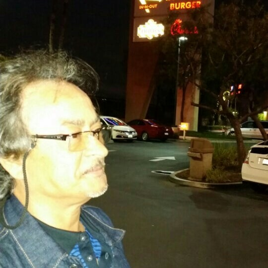 Photo taken at In-N-Out Burger by Mohammed G. on 5/15/2015