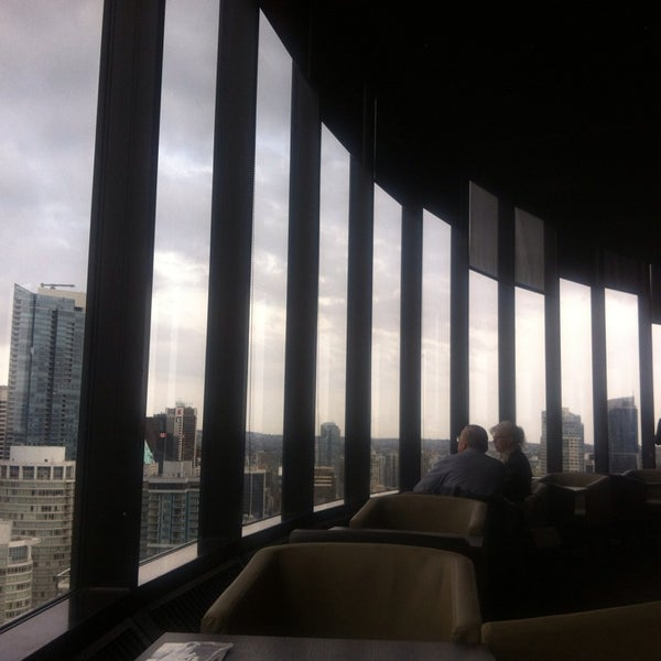 Photo taken at Empire Landmark Hotel by Seul Ki J. on 4/22/2014