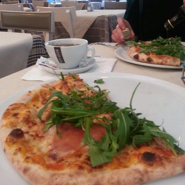 Photo taken at Canasta Pizzeria & Ristorante by Lilia K. on 12/11/2015