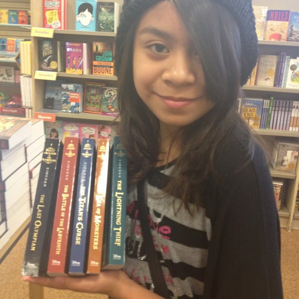 Photo taken at Barnes & Noble by Rachelle M. on 6/24/2013