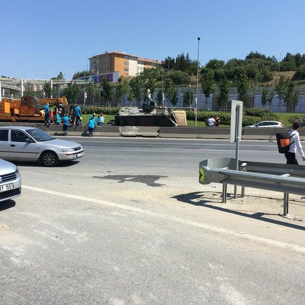 Photo taken at E-5 Göztepe Köprüsü by 🇹🇷Kopuz®🇹🇷 on 7/16/2016