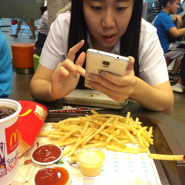 Photo taken at McDonald's (แมคโดนัลด์) by Faa K. on 2/3/2015