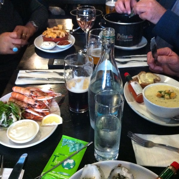Photo taken at Mourne Seafood Bar by Linda N. on 10/4/2014