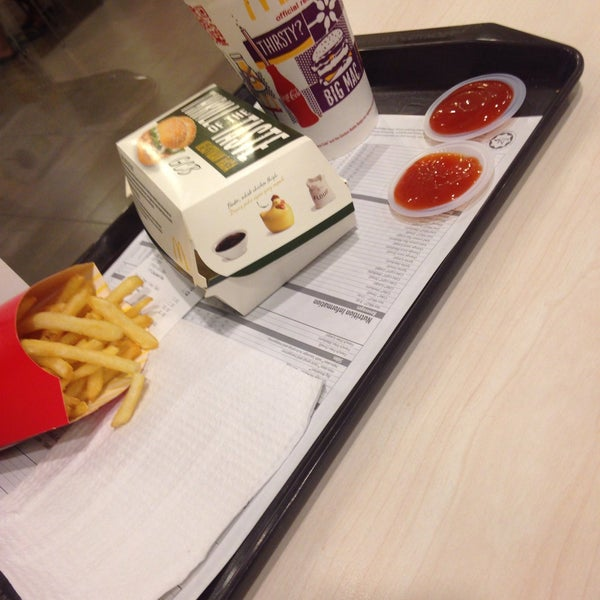 Photo taken at McDonald's by Farhan Y. on 3/7/2015