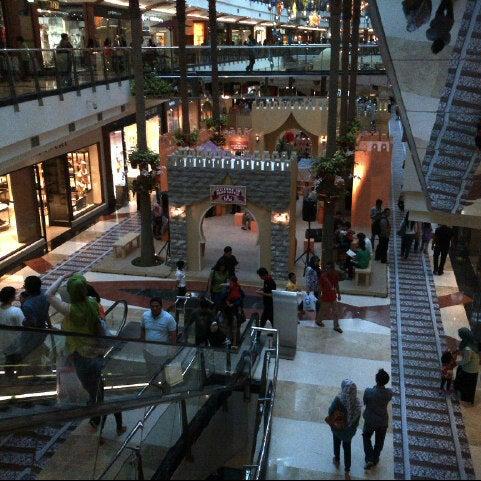Photo taken at Pondok Indah Mall 2 by Ichwan H. on 7/21/2013