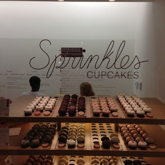 Photo taken at Sprinkles Cupcakes by Togan G. on 11/24/2012