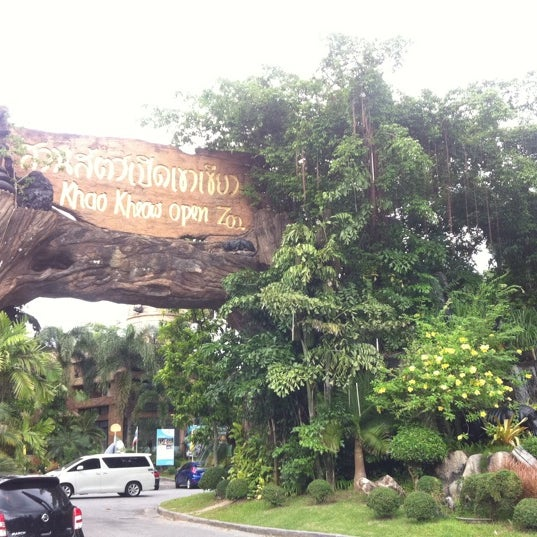 Photo taken at สวนสัตว์เปิดเขาเขียว (Khao Kheow Open Zoo) by **Phinny[PK]** on 5/24/2013
