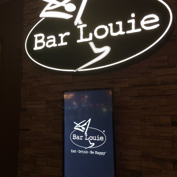 Photo taken at Bar Louie by Santiago S. on 11/30/2015