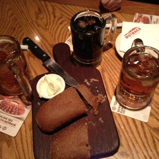Foto tirada no(a) Outback Steakhouse por Mariana R. em 8/16/2012