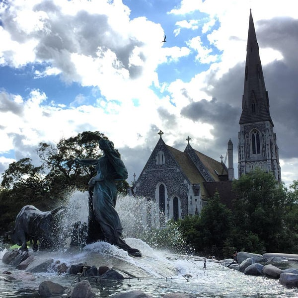 Photo taken at Gefionspringvandet (Gefion Fountain) by Flavia D. on 8/7/2016