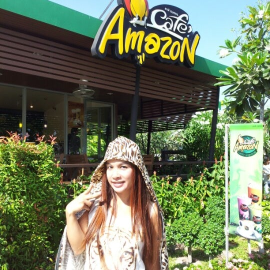 Photo taken at Café Amazon by Airawan A. on 12/25/2012