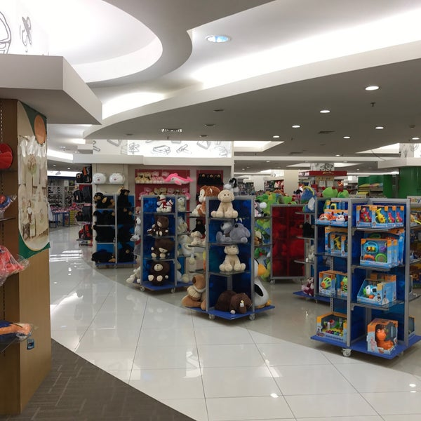 Photo taken at Keris Departement Store by  짐. on 11/20/2016