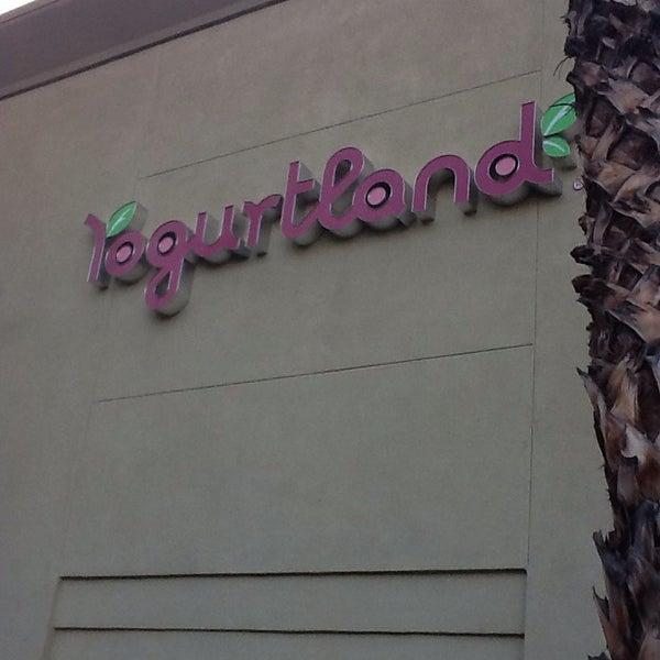 Photo taken at Yogurtland by Suzy on 11/5/2013
