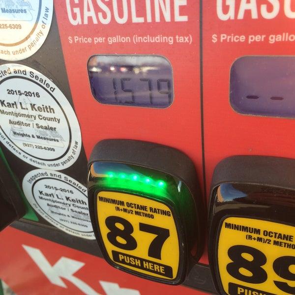 Photo taken at Kroger Fuel Center by Lesley on 12/16/2015