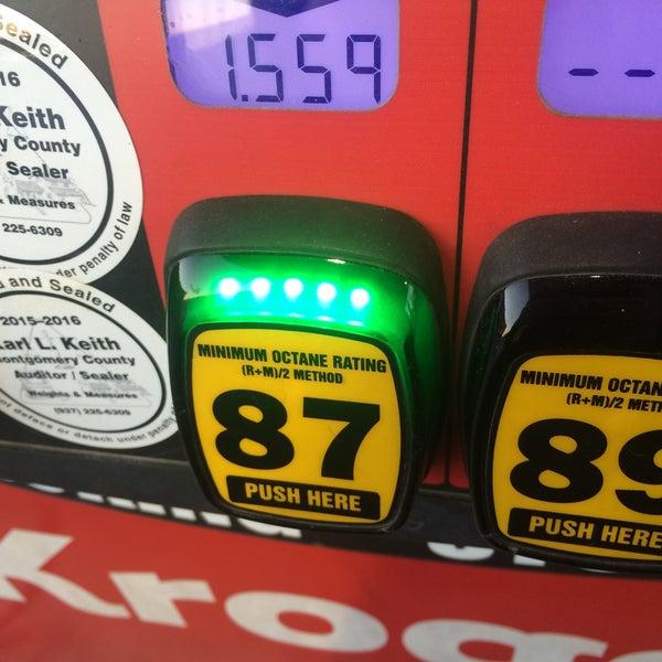 Photo taken at Kroger Fuel Center by Lesley on 10/29/2015