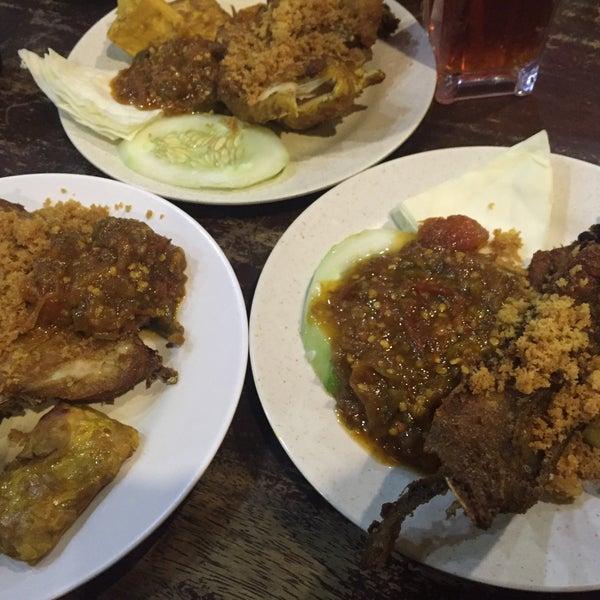 Photo taken at Ayam Penyet Ria by AxxA on 1/1/2016
