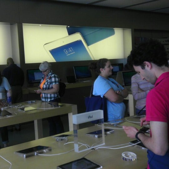 Photo taken at Apple Store, Friendly Center by Liv J. on 4/4/2014