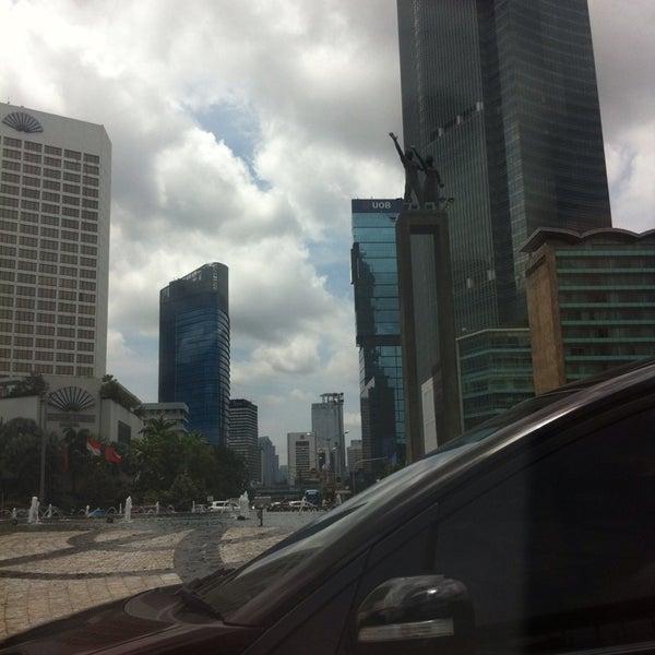 Photo taken at Bundaran Hotel Indonesia (Monumen Selamat Datang) by . m. on 2/6/2015