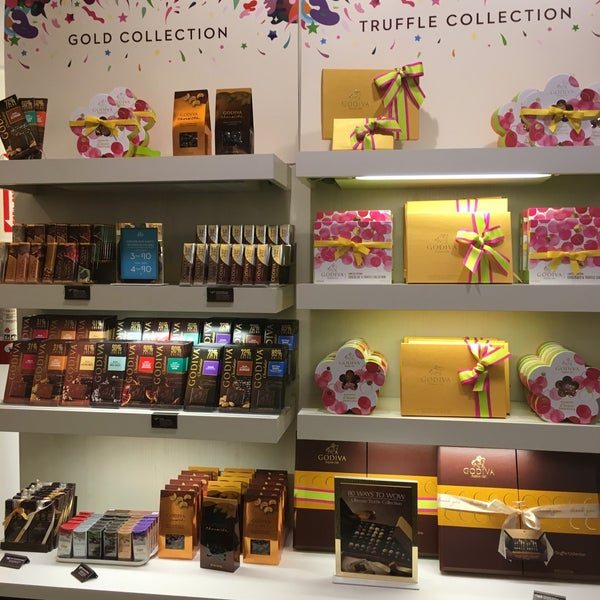 Photo taken at Godiva Chocolatier by Esraa A. on 5/10/2016