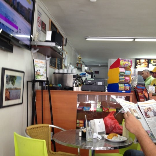 Photo taken at Panadería Los Venezolanos by Leonardo A. on 9/29/2012