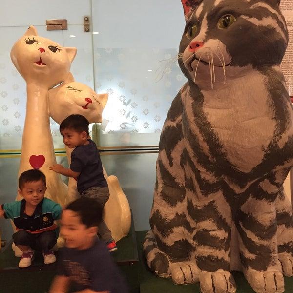 Photo taken at Cat Museum (Muzium Kucing) by DzulfikarXwang on 4/22/2015
