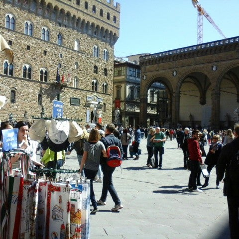 Photo taken at Galleria degli Uffizi by Nana V. on 4/17/2014