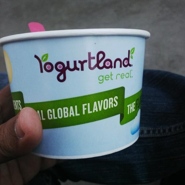 Photo taken at Yogurtland by كابتن بحري M. on 5/1/2014