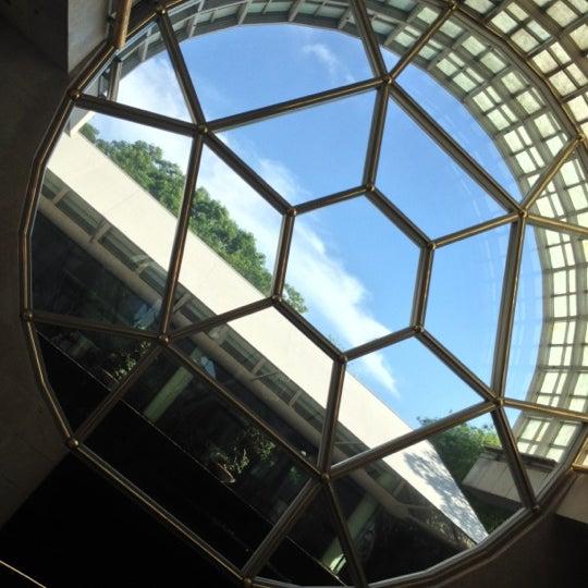 Photo taken at The Ritz-Carlton, Millenia Singapore by Austin W. on 12/6/2012