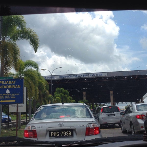 Photo taken at Bukit Kayu Hitam Immigration Complex by Dau M. on 7/18/2016