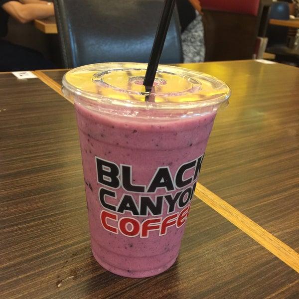Photo taken at Black Canyon Coffee by Ivan L. on 10/3/2015