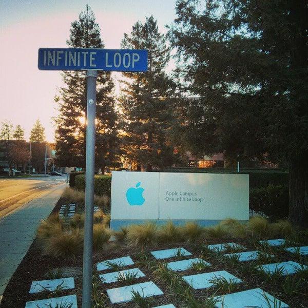 Photo taken at Apple Inc. by Yuri K. on 2/25/2013