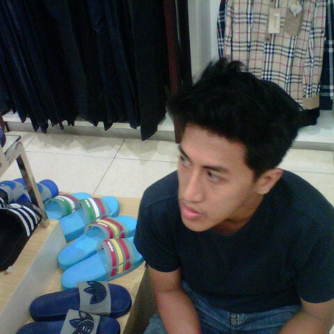Photo taken at Outlet Biru by guzfy s. on 5/20/2013