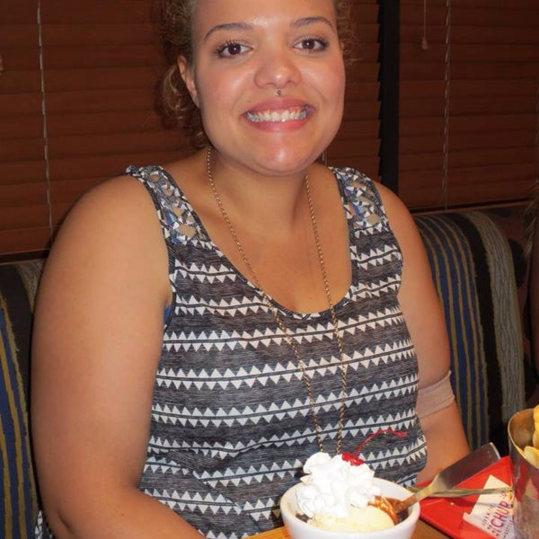 Photo taken at Red Robin Gourmet Burgers by Ed-Tre M. on 6/11/2015