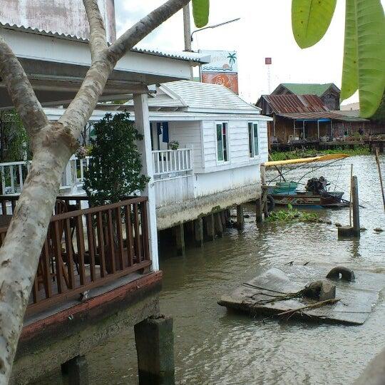 Photo taken at บ้านชมวิว (Baan Chom View) by Panupong C. on 7/6/2014