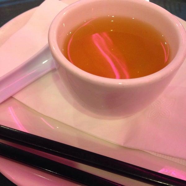 Photo taken at Joe's Ginger 锦江饭店 by Frankie J. on 1/11/2015