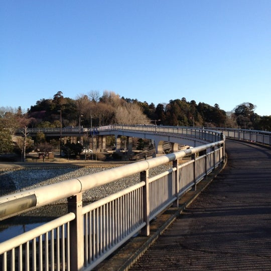 Photo taken at 偕楽橋 by yoichi on 3/12/2012