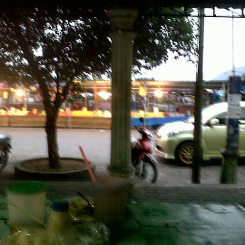 Photo taken at Medan Selera Kamunting by Red R. on 7/17/2012